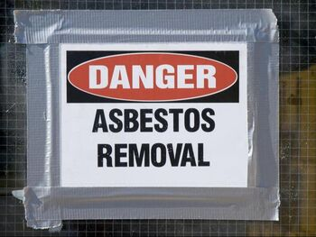 danger sign saying asbestos removal is in progress