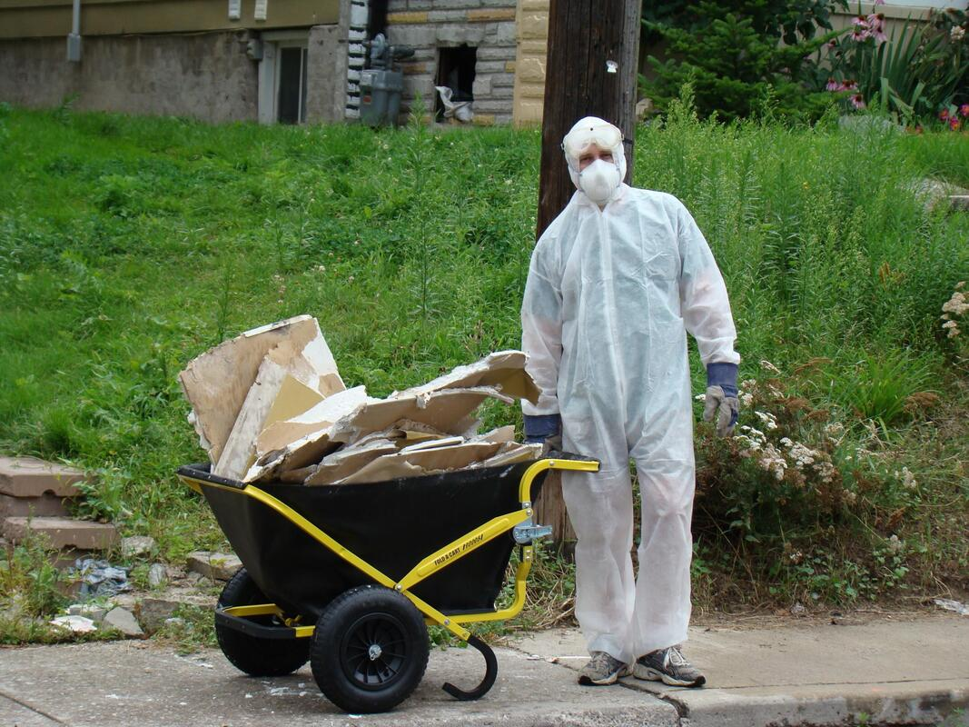 asbestos specialist during work